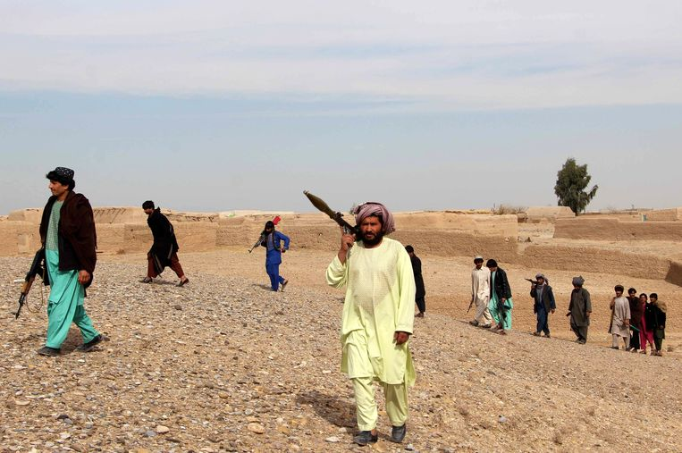 Leden van de Afghan Local Police (ALP) patrouilleren in de provincie Helmand.