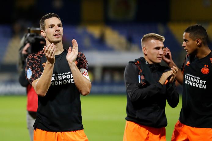 Nick Viergever won met PSV in Waalwijk. De Eindhovenaren hebben nu 10 punten uit 4 duels.