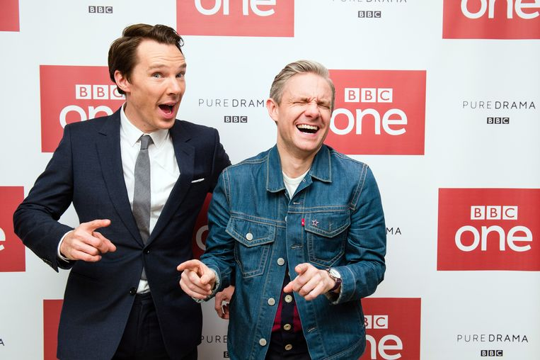 Acteurs Benedict Cumberbatch en Martin Freeman zien de première van de nieuwe Sherlock helemaal zitten. Beeld Getty Images