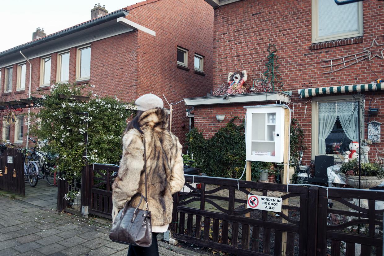 Een van de drie buurtkastjes in Floradorp, in de Latherusstraat.  Beeld Jakob van Vliet