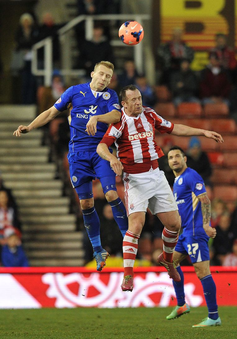 Ritchie De Laet (links) sneuvelde met Leicester bij Stoke City. Beeld AP