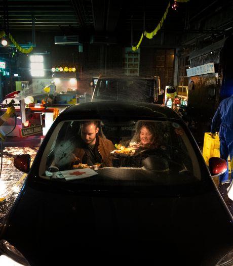 Spoedeisende Honger: een klein fastfood feestje in de drive-in