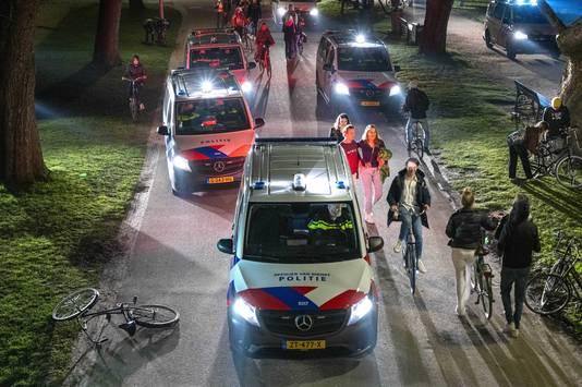 Aan het begin van de avond is een groot feest ontstaan in het Amsterdamse Vondelpark.