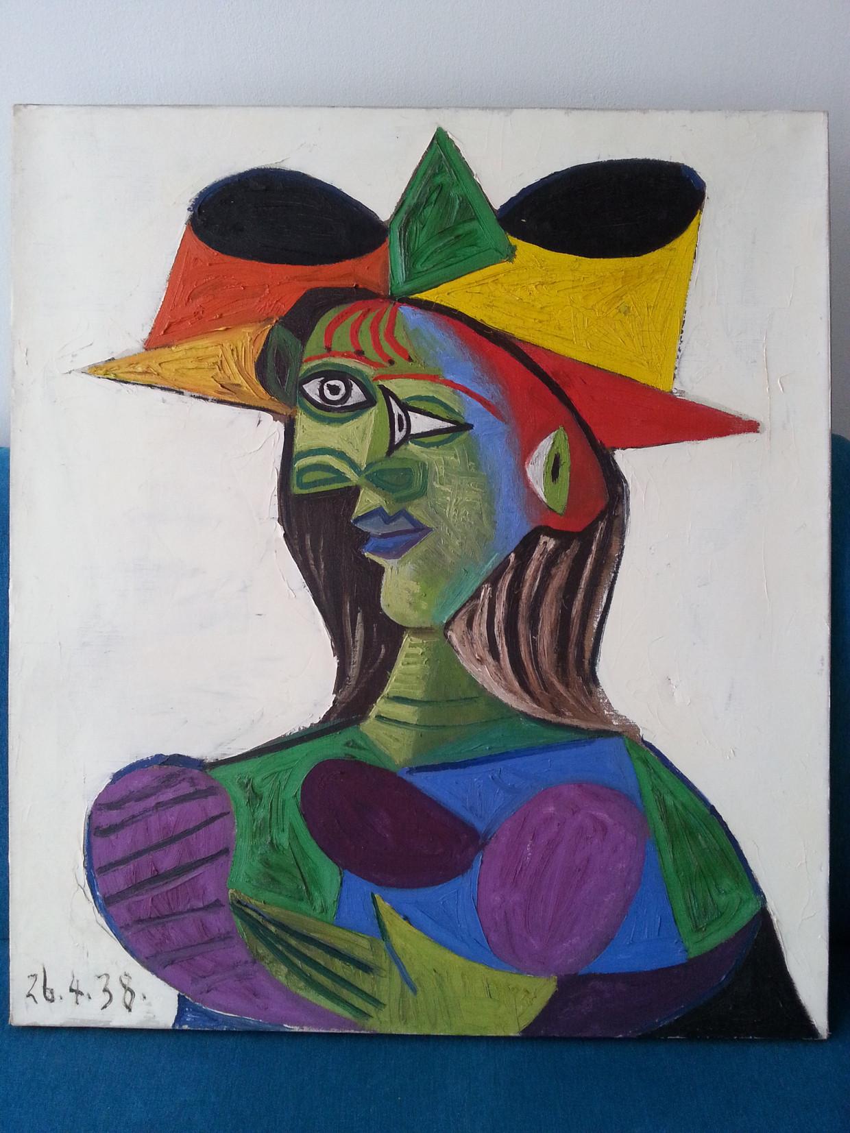 """Het gestolen en teruggevonden schilderij van Picasso: """"Buste de Femme"""" (1938). Het werk is """"nog in een goede staat, met een lichte beschadiging"""".  Beeld Tetteroo"""
