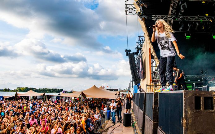 Culinesse in 2019 met Davina Michelle op het strand. Het eet- en muziekfestival in Rotterdam-Nesselande hoopt eind augustus door te kunnen gaan.