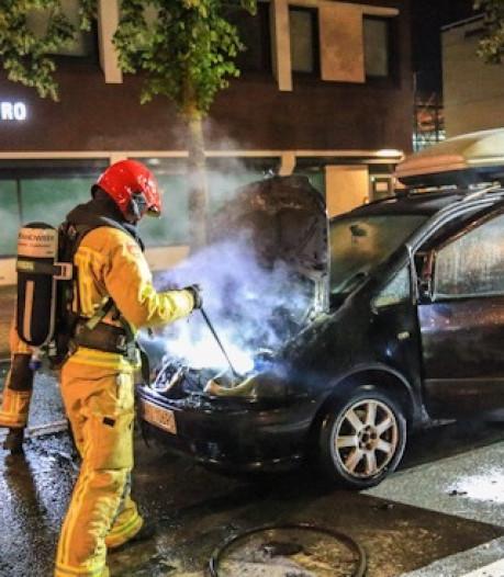 Voertuig in Helmond volledig uitgebrand