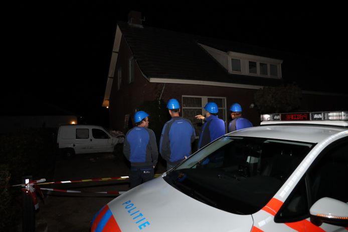 Bouwvakkers moeten buitenmuur stutten van woning in Schaijk zodat die niet wegzakt