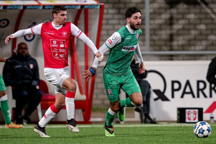 Kürsad Sürmelo stoomt in het shirt van FC Dordrecht op tegen zijn nieuwe club MVV.