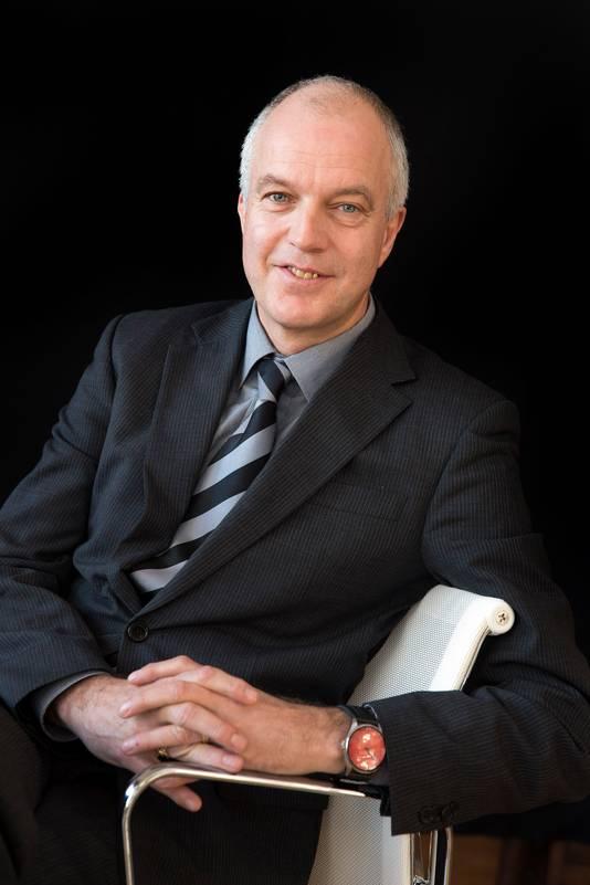 Ron Bormans wil dat de omstandigheden voor Antilliaanse studenten verbeteren voordat hij ze weer uitnodigt om in Rotterdam te komen studeren.