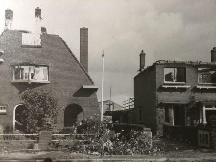 Huizen aan de Heescheweg in Oss, op 25 september 1944 door terugtrekkende Duitsers in brand gestoken.