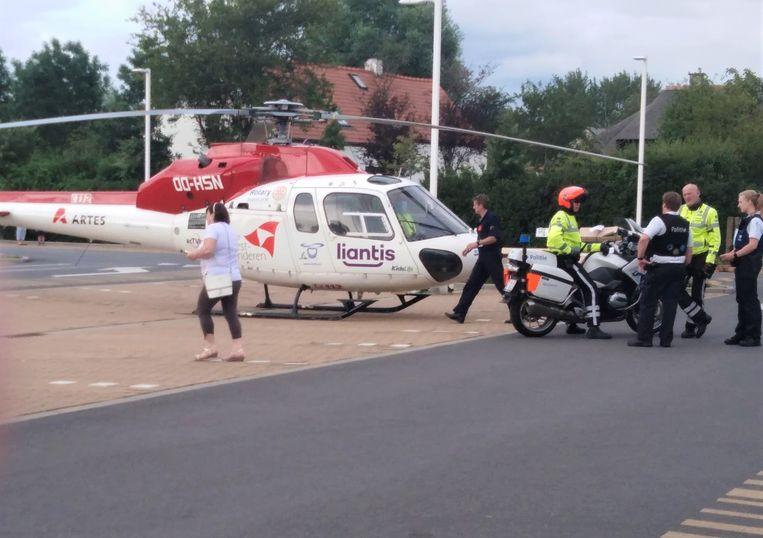 De mugheli landde op de parking van de Hypermarkt Carrefour in Koksijde. Ook de politie kwam massaal ter plaatse en startte een onderzoek.