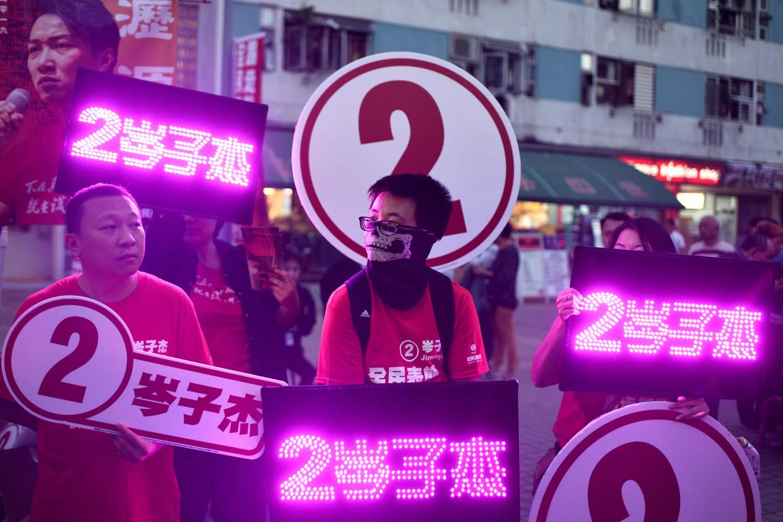 Aanhangers van de pro-democratische Jimmy Sham voeren campagne in de straten van Hongkong.