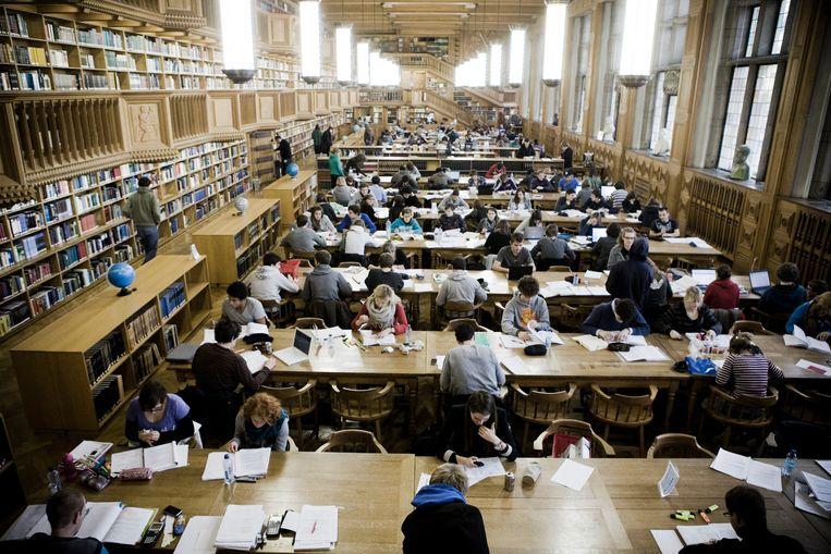► In de Leuvense universiteitsbibliotheek zullen volgend academiejaar geen nieuwe studenten Slavistiek zitten. Beeld Pieter-Jan De Pue