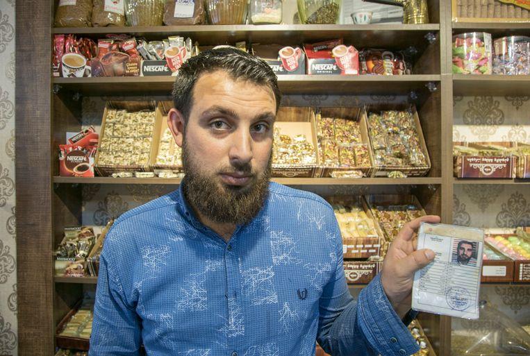 Enes Hamadi zal noodgedwongen zijn winkel moeten sluiten: 'Ik heb geen idee wat me nu te wachten staat.' Beeld Murat Bay