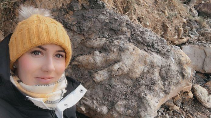 """Archeologe Marie Woods """"herontdekte"""" eigenlijk de enorme afdruk."""