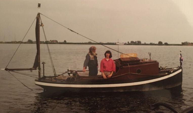Reid de Jong met zijn vrouw Cornelie op de boot Beeld