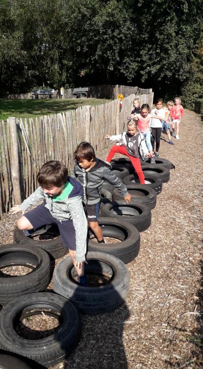 In de banden lopen zonder te vallen, deze kinderen kunnen dat.