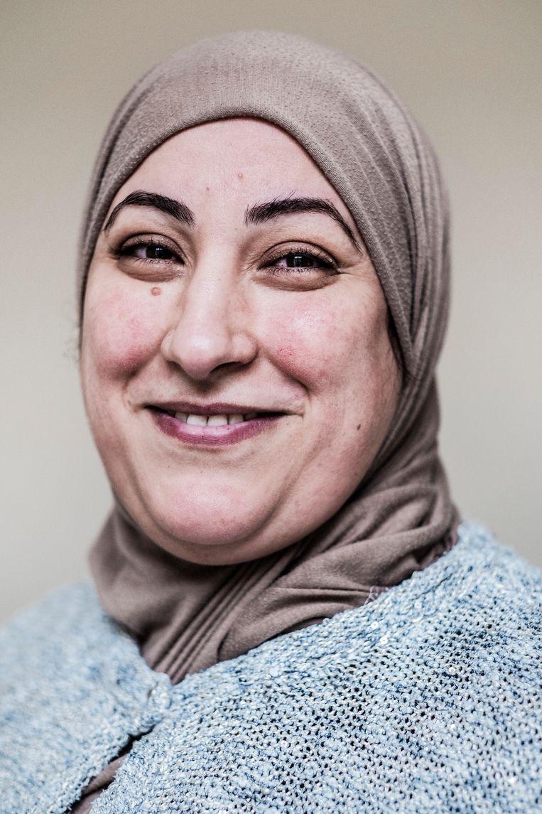 Saloua geeft opvoedingsondersteuning aan ouders met een migrantenachtergrond: 'Ik was het niet eens met Crevits, aar je wordt die vooroordelen gewoon.' Beeld Jonas Lampens