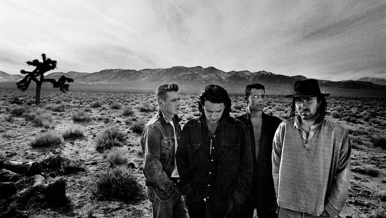 De hoes van The Joshua Tree. Vanaf links: Larry Mullen Jr., Bono, Adam Clayton en The Edge. Beeld null