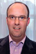 De Rucphense wethouder René Lazeroms is tot 'bijenambassadeur' genoemd van de regio West-Brabant.