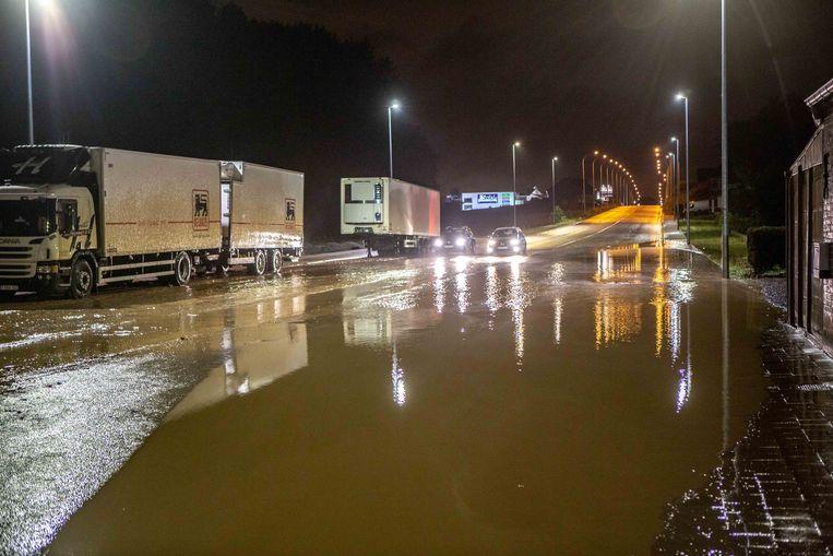 Zomeronweders zorgden de voorbije jaren regelmatig voor de nodige wateroverlast, zoals hier in Roosdaal in juni 2019. Beeld Mozkito