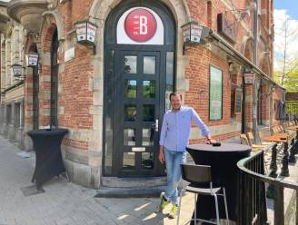 """Dronkenmannen opgepakt die keet schoppen omdat Thomas van café Plan B geen alcohol serveert na 22 uur: """"Regels zijn regels, dat geldt voor iedereen"""""""