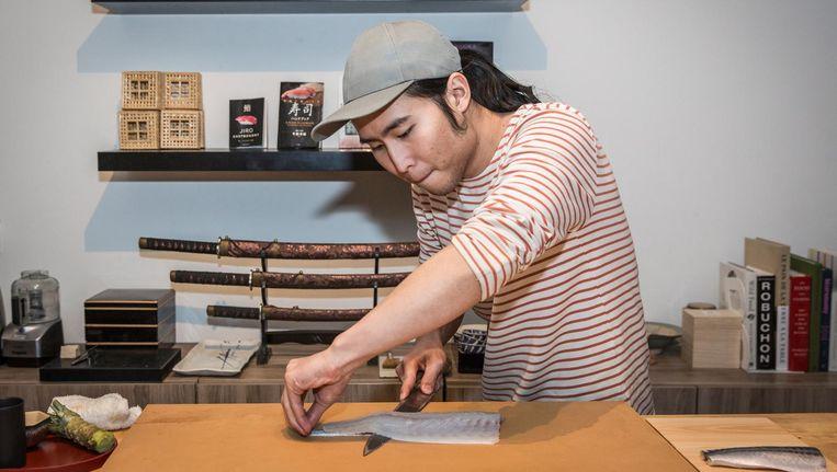 Kit aan het werk in zijn thuisrestaurant Beeld Dingena Mol