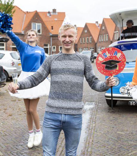 Waar is dat feestje? Jason (15) uit Enschede wordt verrast door de partybus van Metropool