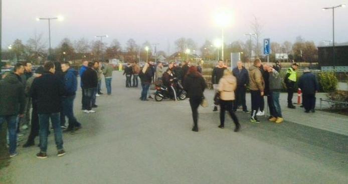 In Ewijk zijn donderdagavond tientallen actievoerders op de been.