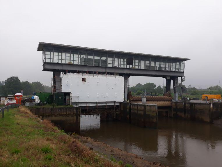 De stuw op de Dijle in Mechelen wordt momenteel gerenoveerd.