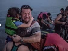 Huilende vader met gezin in Duitsland: Merkel is als een moeder