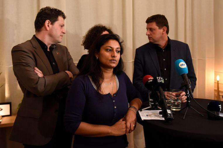 Jinnih Beels, tot gisteren de nummer twee op de kiezerslijst van 'Samen'. Op een persconferentie vanavond lichtte ze haar keuze voor sp.a toe. Ook John Crombez en Tom Meeuws waren erbij.