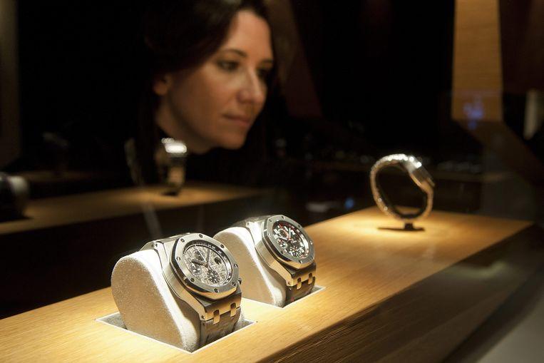 Een voorbeeld van twee Audemars Piguet horloges. Beeld anp