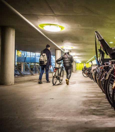 Meer ruimte voor fiets met kratje of zitje in vernieuwde stalling station Arnhem Centraal