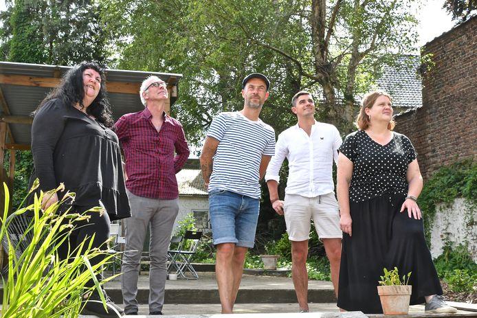 Villa Buurvrouw biedt kunst aan in een huis in de Stationsstraat 84. Initiatiefnemers  Emmanuelle Rollé, Bert Seghers, Tom Vanryckeghem, Sten Van Slycke en Tine Moniek.