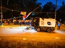 Uren na de wedstrijd en het grote feest begint het opruimen van de Oranjerotonde