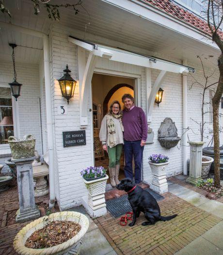 Astrid verkoopt haar ouderlijk huis: 'Sprookjeshuis dat een levensverhaal vol passie vertelt'