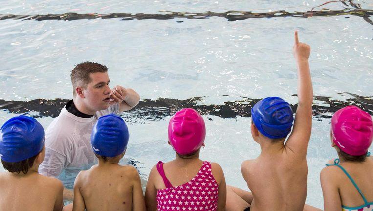 Slechts 80 procent van de kinderen in Zuidoost kan aan het einde van groep 8 zwemmen Beeld ANP