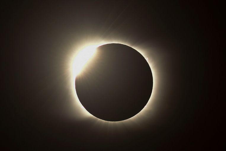 De zonsverduistering van 14 december 2020, gezien vanuit Piedra del Aquila, Argentinië.  Beeld AFP