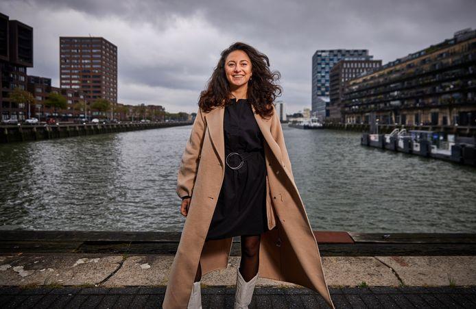 """,Alina Engibarjan: ,,Tussen Rotterdamse makelaars is er veel strijd. Als ik een klant heb binnengehaald, hoor ik vaak dat een concurrent nog vier keer heeft gebeld."""""""
