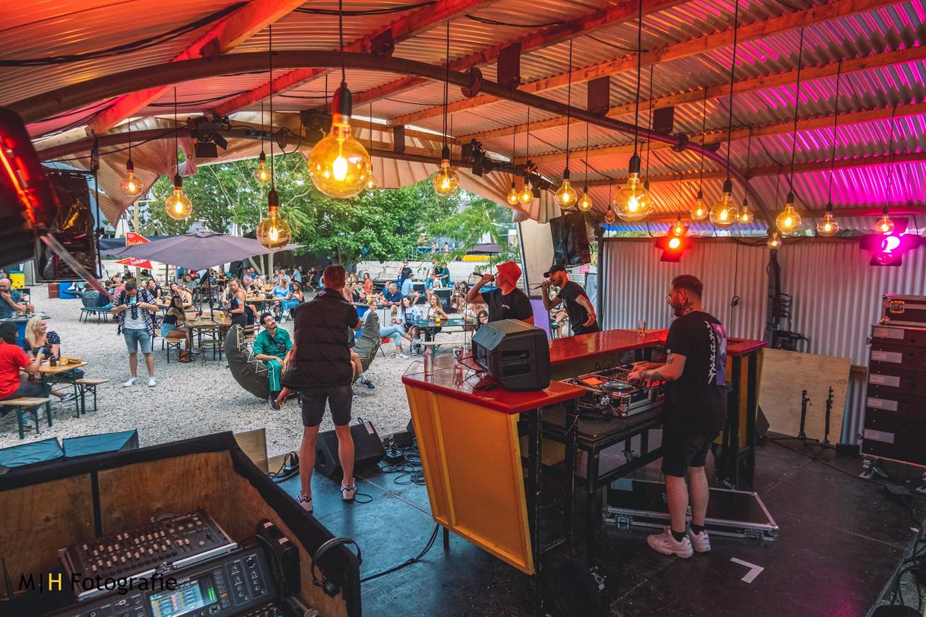 Het Nieuwe Stadsterras verlengt de zomer met meer live-muziek.