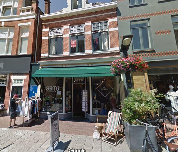 Het pand in de Haverstraatpassage in Enschede waar de permanente fanshop van FC Twente binnenkort zijn deuren opent.
