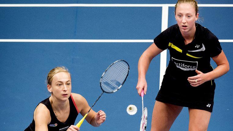 Eefje Muskens (R) en Selena Piek afgelopen februari tijdens de finale vrouwen dubbel van het NK badminton in Almere. Beeld null