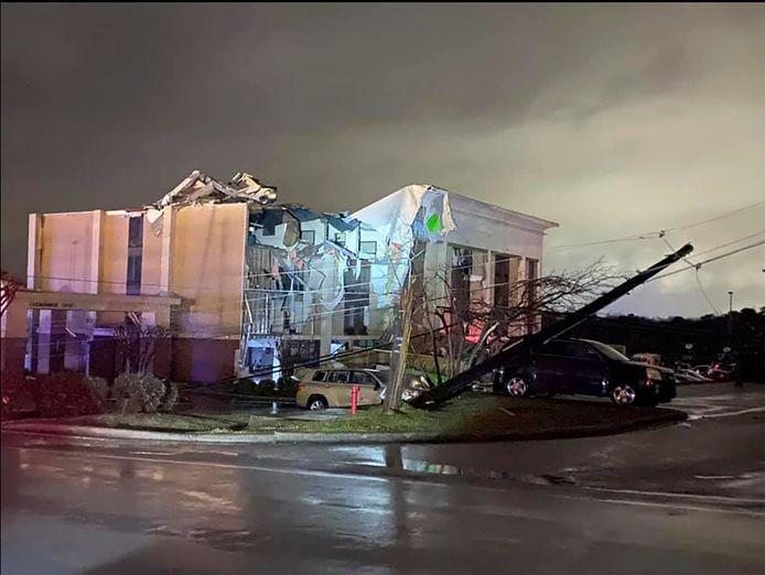 Zware schade aan een hotel in Fultondale, Alabama.