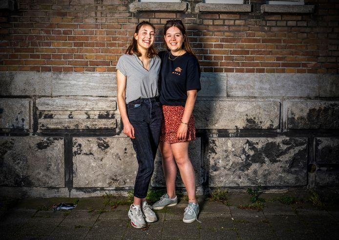 Dit zijn Isabel Wallien (l) en Sara Keetelaar. Ze zijn klaar voor de versoepelingen.