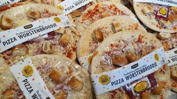 Pizza Worstenbroodje. Hier in de Jumbo in Deurne.