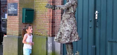 Vakantie vullen met cursus van levend standbeeld tot zingen in een popkoor