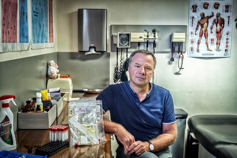 Huisarts Thierry Op de Beeck: 'Het testbeleid is niet aangepast aan de vaccinatiegraad.' Beeld Tim Dirven