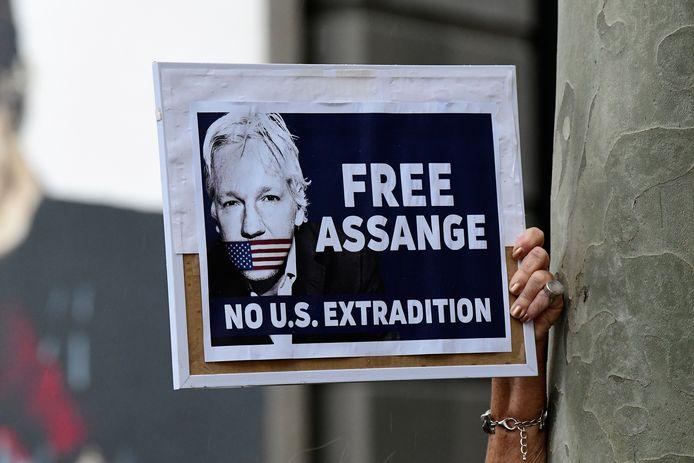Naast de verkrachtingszaak in Zweden hangt Assange ook uitlevering naar de VS boven het hoofd.