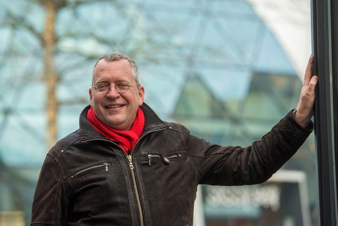 """Jan-Pieter Smits, vlakbij de Eindhovense Blob: ,,De mensen zijn mondiger geworden, en zitten veelal in hun eigen bubbel opgesloten."""""""
